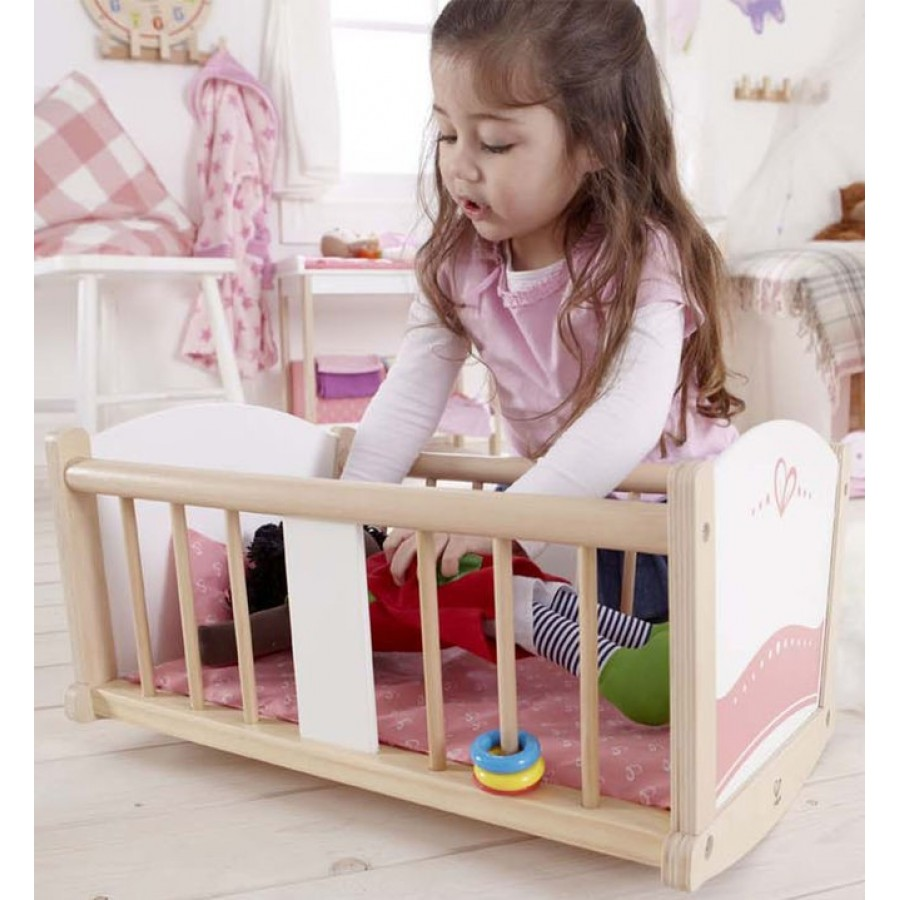 berceau bascule pour poup e en bois hape rose sieste dormir dodo endormir b b jouet. Black Bedroom Furniture Sets. Home Design Ideas