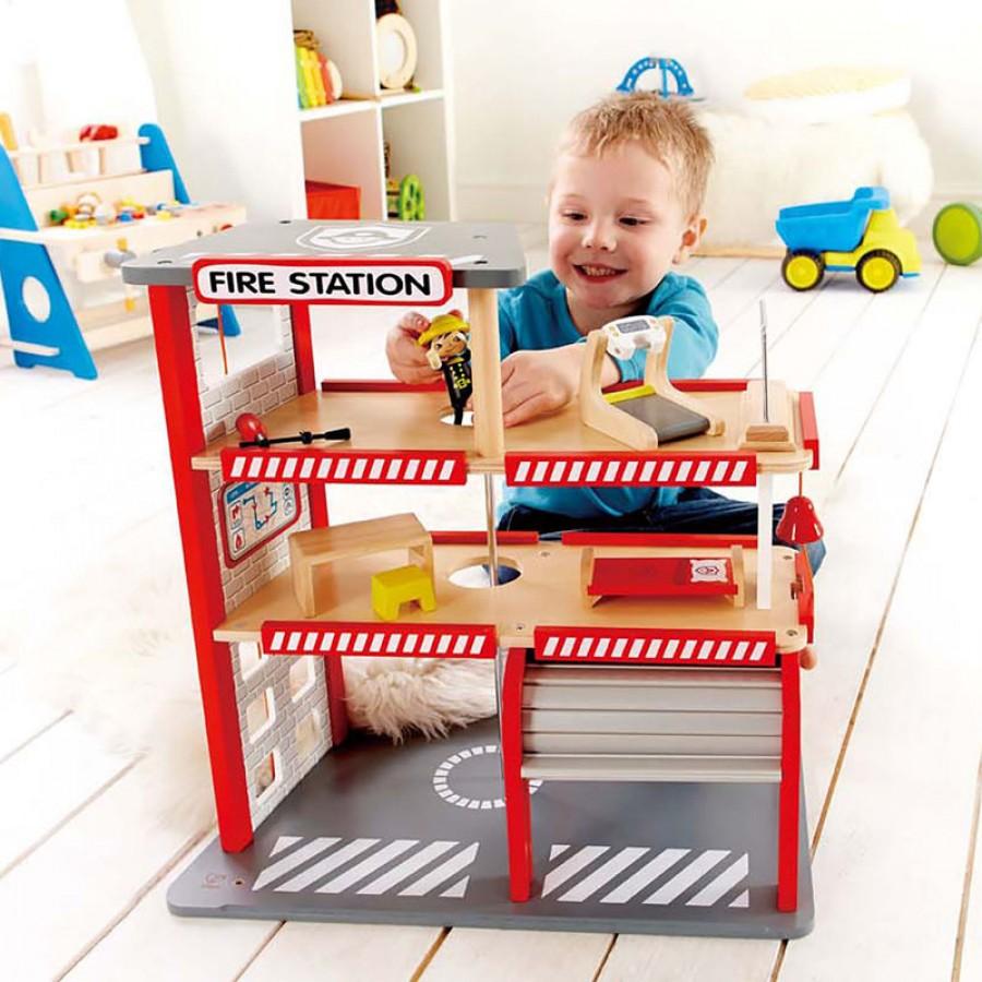 caserne de pompiers 3 niveaux jouet en bois hape feu. Black Bedroom Furniture Sets. Home Design Ideas