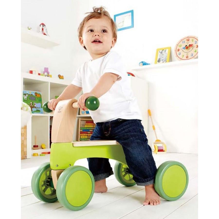 voiturette quatre roues en bois porteur vert hape jouet 4 roues v lo tricycle vert lime. Black Bedroom Furniture Sets. Home Design Ideas
